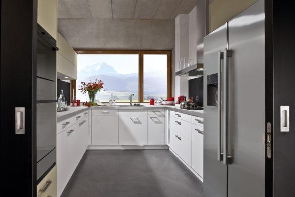 Küche auf engem Raum, weiss