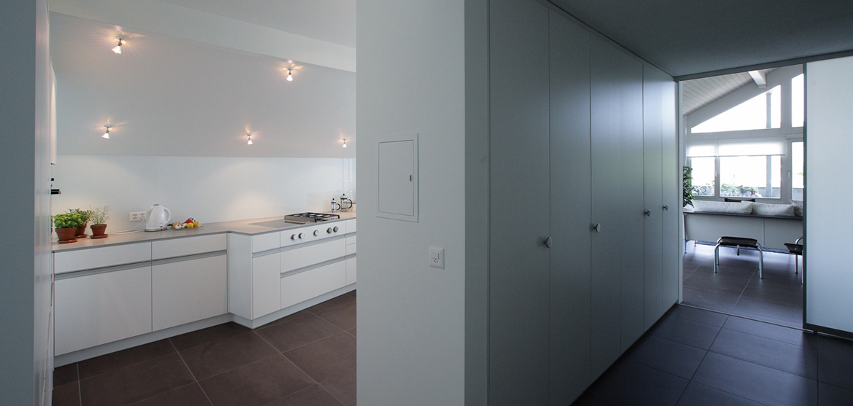 weisse edle k che unter dem dach emme die schweizer k che. Black Bedroom Furniture Sets. Home Design Ideas
