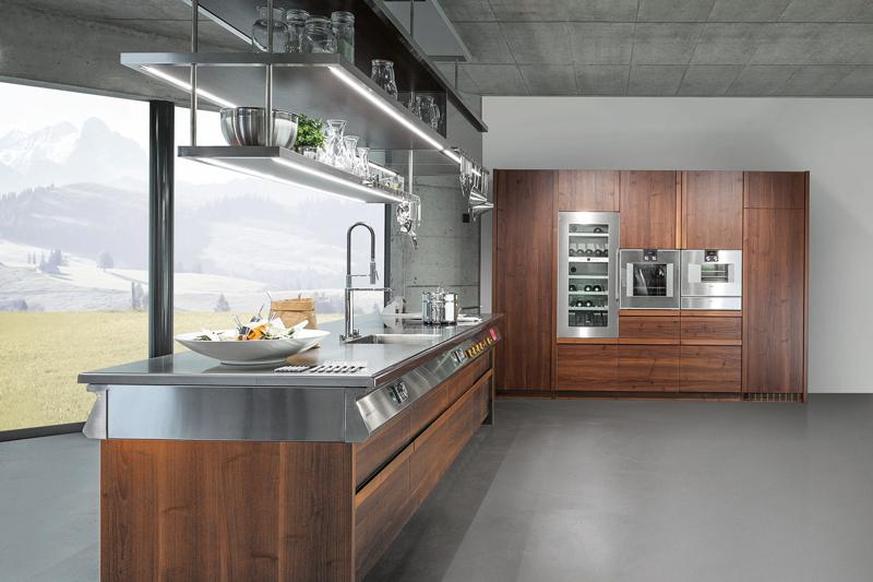 Wir stellen verschiedene neuheiten vor und beantworten fragen rund um die küche geräte und armaturen möglichkeiten von material und farbe lichtkonzepte