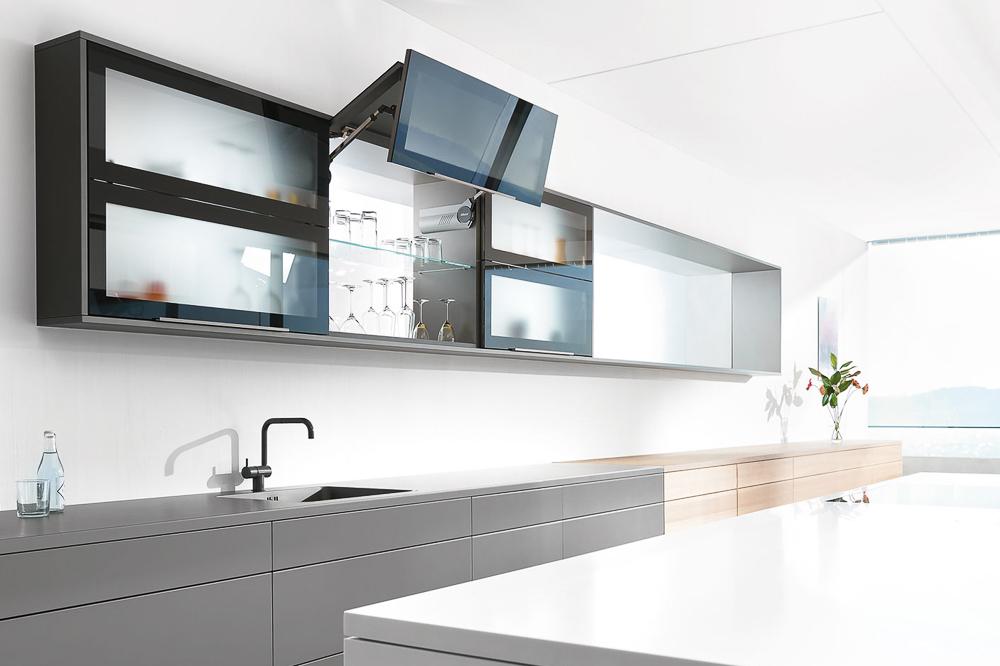 Küche, grau, schwarz und Holz - EMME - Die Schweizer Küche