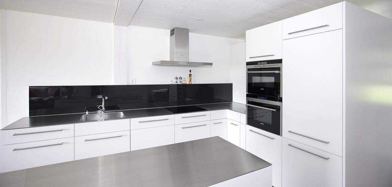 Küche weiss und schwarz - EMME - Die Schweizer Küche