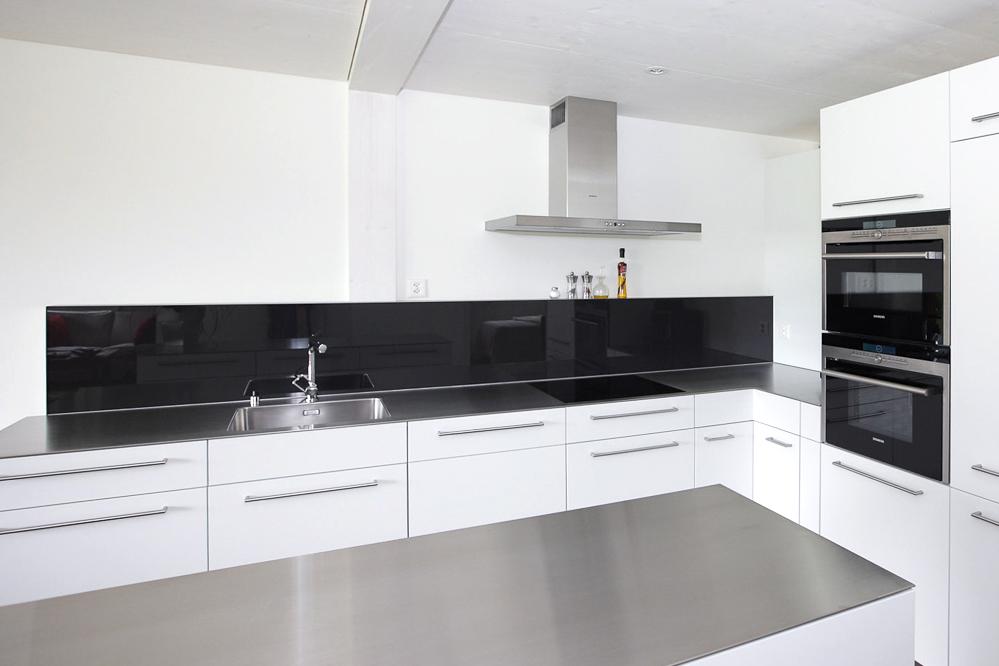 k che weiss und schwarz emme die schweizer k che. Black Bedroom Furniture Sets. Home Design Ideas