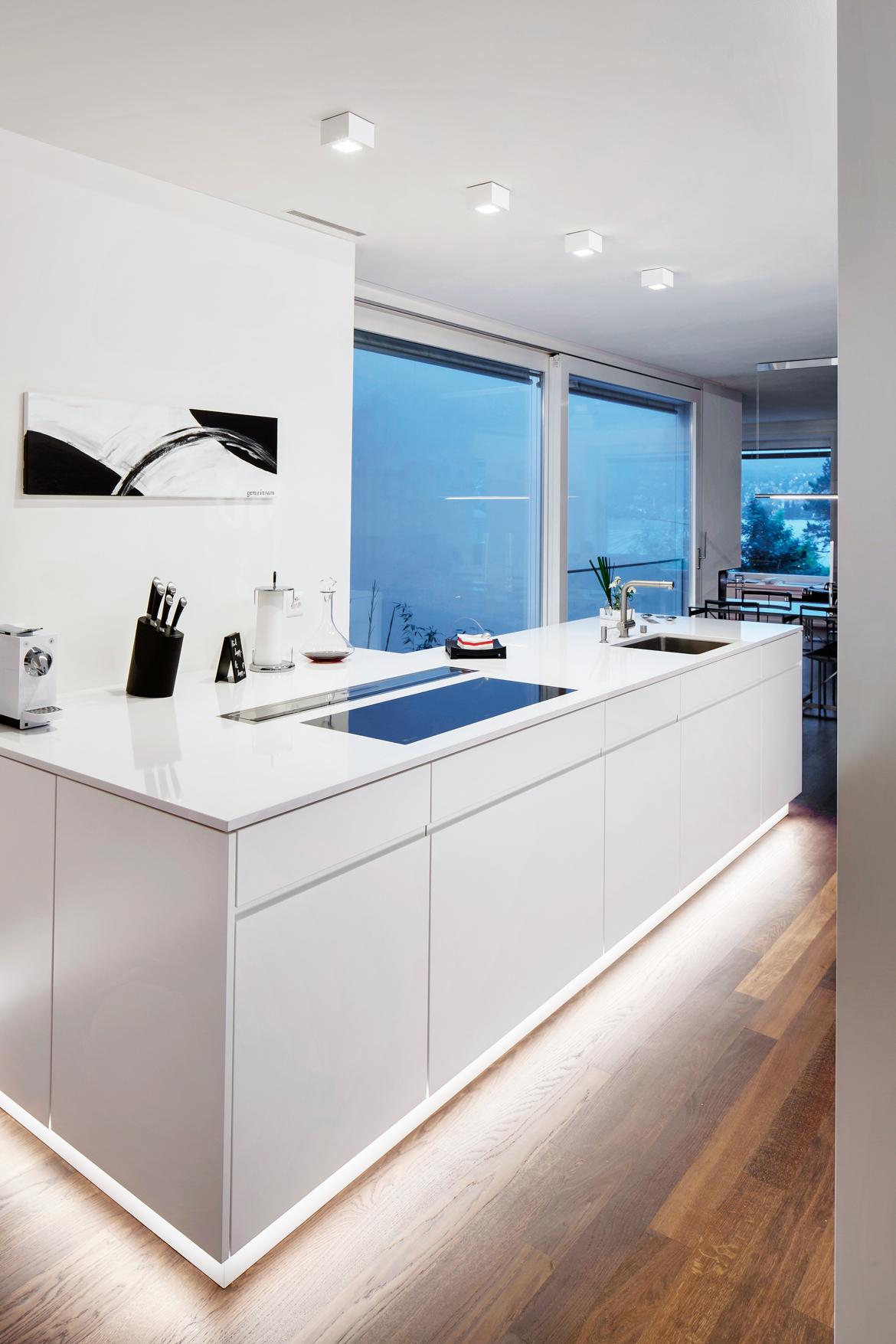 Die Interessante Lichtführung Dieser Kücheninsel In Einer Traumwohnung In  Thalwil Gibt Einem Fast Das Gefühl, Als Würde Sie Schweben. Unglaublich  Schön!
