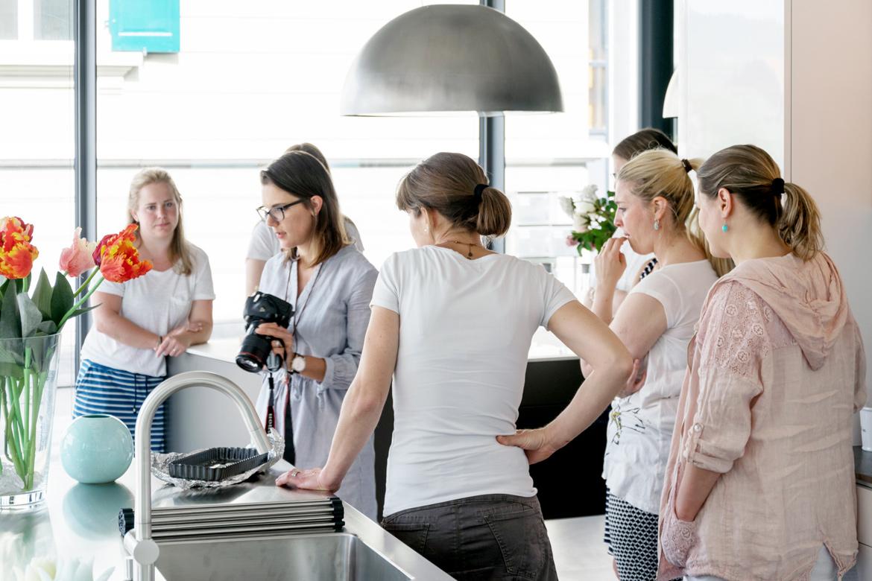 Gabriela Schneider von G wie am Erklären beim Foodfotografie-Workshop