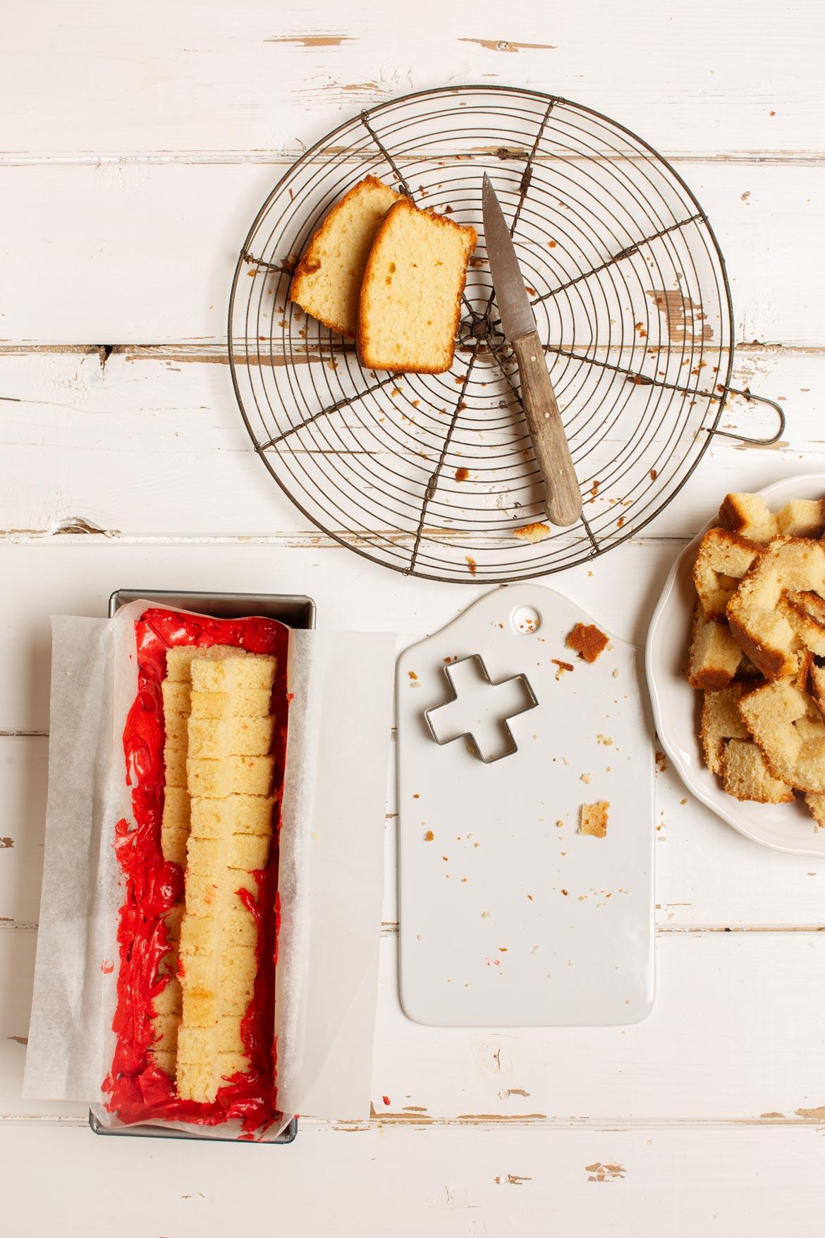 kreuz im kuchen, überraschungskuchen, kuchen mit motiv innen, 1. august, nationalfeiertag