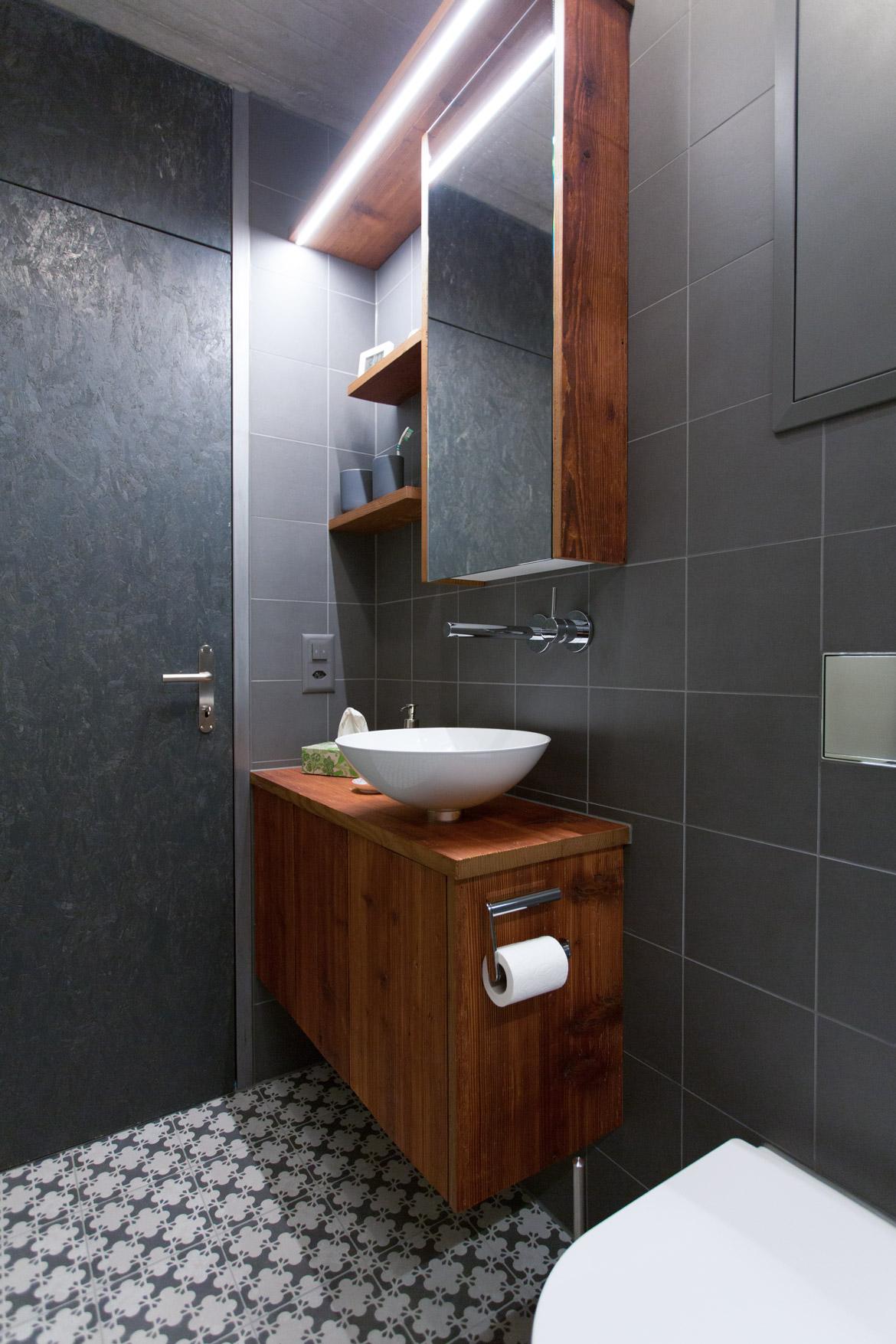 Waschtisch-Badmöbel aus Altholz