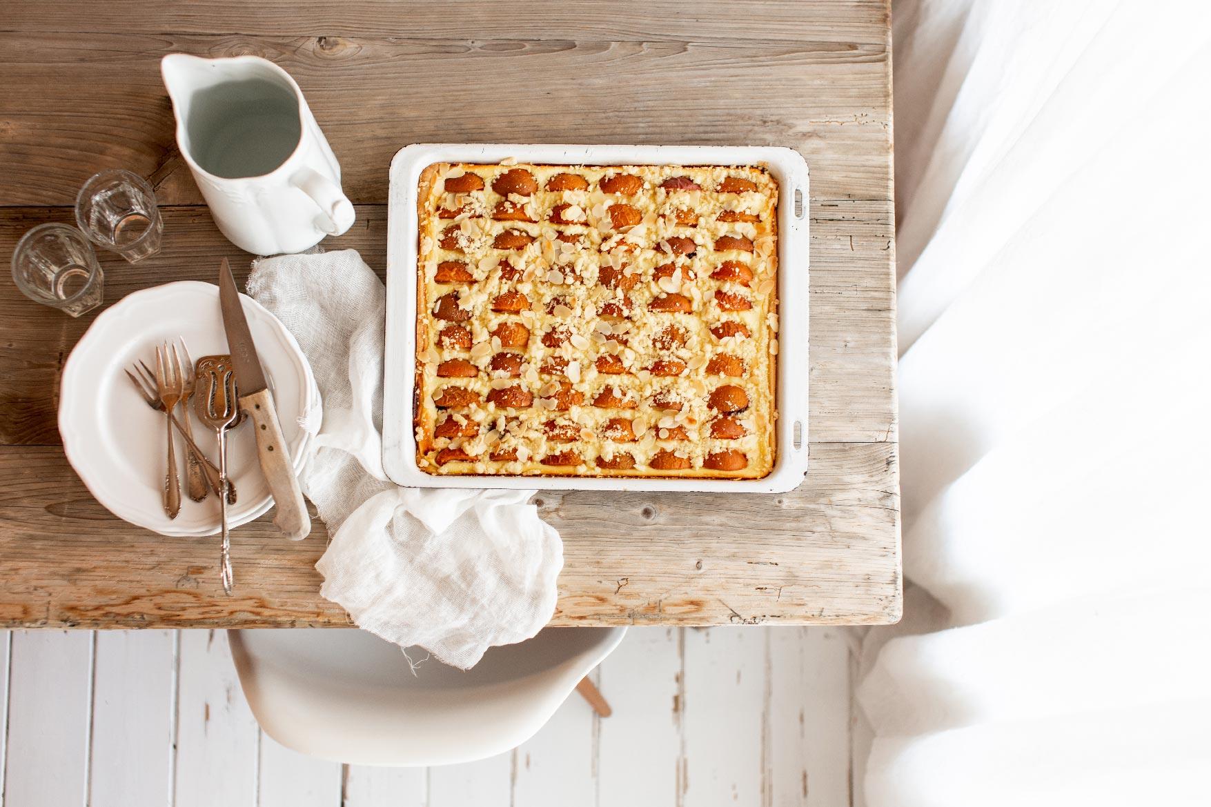 aprikosenkuchen, aprikosenblechkuchen, blechkuchen, aprikose, saisonal, backen, küche, aus meiner küche, rezept, sommer, gwiegabriela, gwie, emmeküche